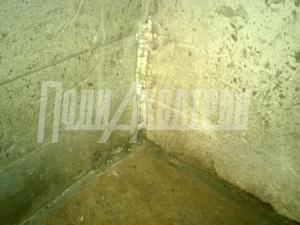 Расшивка мест сопряжений пол - стена и вертикальных шов